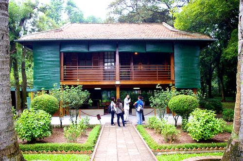 Nhà sàn và vườn cây của Bác