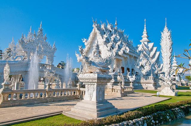Hình ảnh Khám phá ngôi đền Trắng kỳ ảo ở Thái Lan