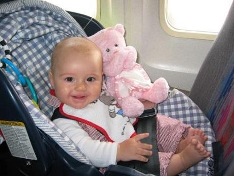 Hình ảnh quy định về trẻ em và trẻ sơ sinh khi đi máy bay