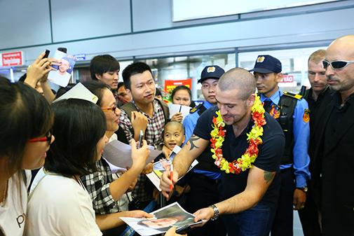 Hình ảnh Shayne Ward đến Việt Nam Vietjet khuyến mãi vé 0 đồng