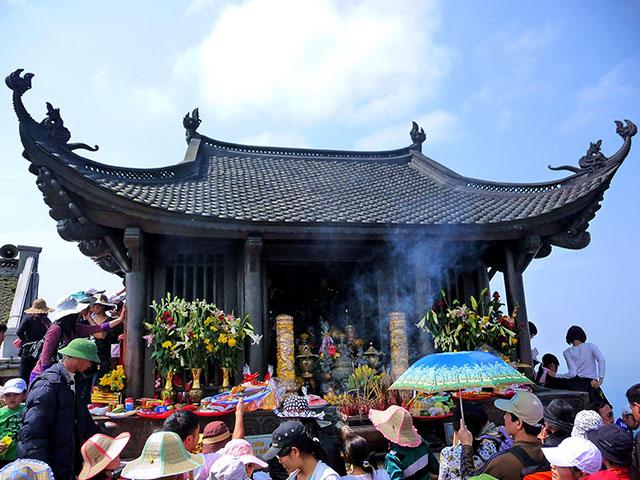 Hình ảnh lễ hội hấp dẫn ba miền dịp Tết Nguyên Đán