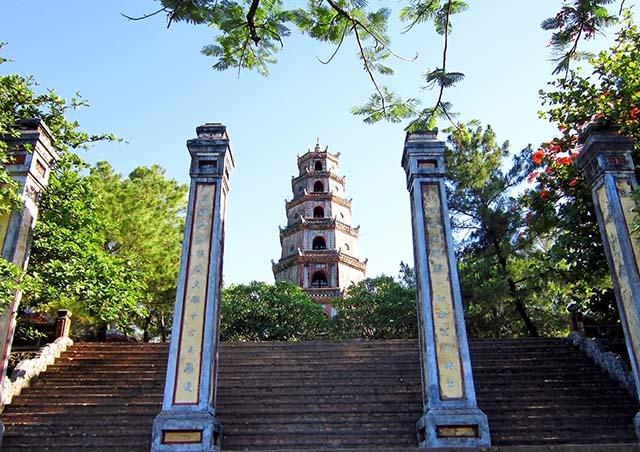 Hình ảnh cầu an đầu năm ở những ngôi chùa độc đáo và linh thiêng