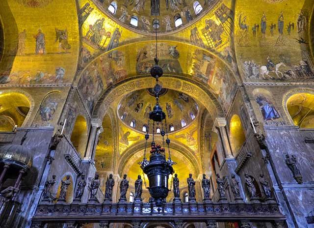 Hình ảnh khám phá những công trình dát vàng nổi tiếng thế giới