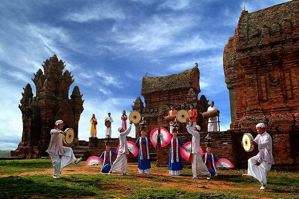 Thuê xe du lịch tham gia lễ hội Katê Ninh Thuận 2016