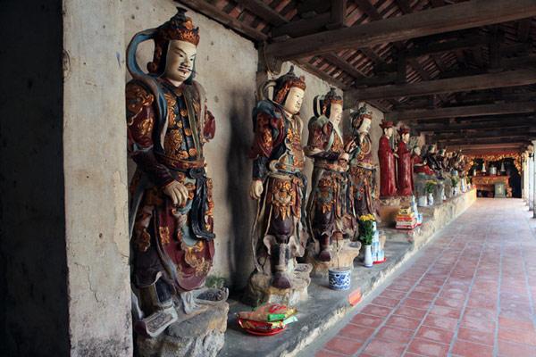Hơn 100 bức tượng cổ làm bằng đất nung