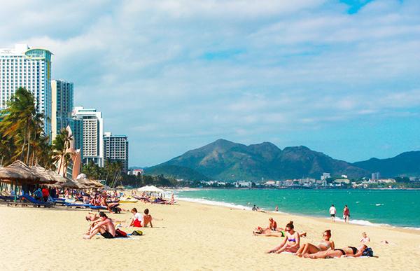 Tắm biển Nha Trang