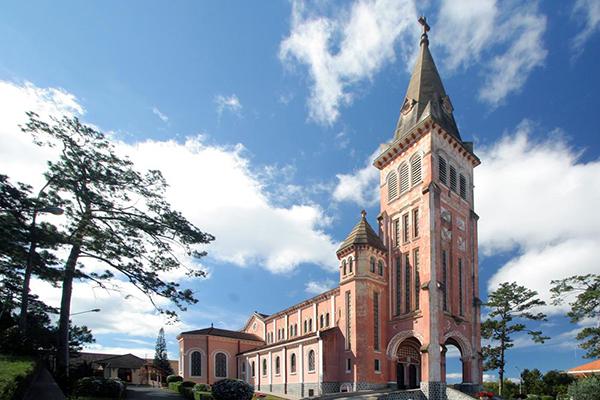 Nhà thờ con gà với phong cách đậm chất Châu Âu